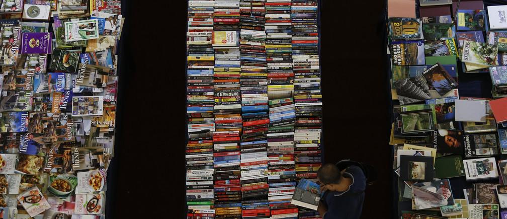A customer shops for books at a shopping mall in Kajang outside Kuala Lumpur September 7, 2013. REUTERS/Bazuki Muhammad (MALAYSIA - Tags: SOCIETY BUSINESS) - GM1E9971J3H01
