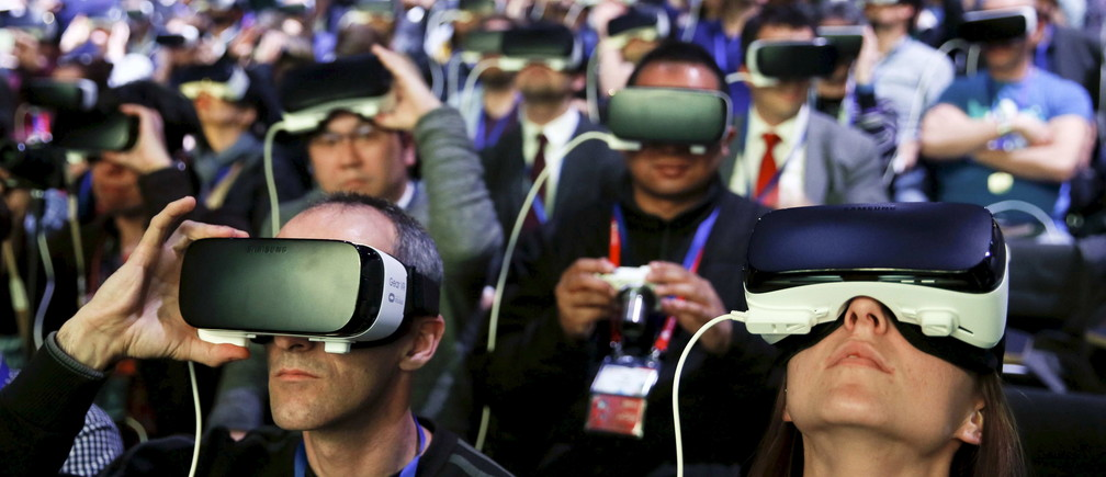 People wear Samsung Gear VR devices as they attend the launching ceremony of the new Samsung S7 and S7 edge smartphones during the Mobile World Congress in Barcelona, Spain, February 21, 2016. REUTERS/Albert Gea      TPX IMAGES OF THE DAY      - GF10000317826