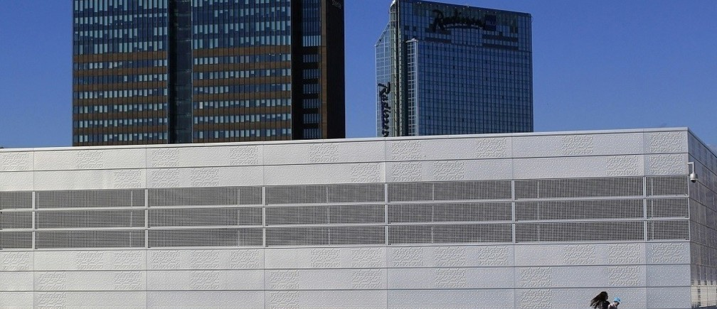 A woman carries her child on the roof of the Opera House in Oslo, Norway June 20, 2012. In Oslo, the economy has been untouched by the recession and it is a vibrant city with people still spending on everything from housing to consumer goods. Like Dublin ten years ago, there are major building projects underway with luxury apartments being constructed on the waterfront. Ireland now, by contrast, is in a much worse place. The country suffered one of the deepest recessions in Europe after years of reckless decisions made by the country's banks and policymakers brought about a financial crisis that eventually led to Dublin seeking an 85 billion euro ($104 billion) EU/IMF bailout in November 2010. Picture taken June 20, 2012.     REUTERS/Cathal McNaughton (NORWAY - Tags: BUSINESS CITYSPACE POLITICS SOCIETY)   ATTENTION EDITORS PICTURE 02 OF 13 FOR PACKAGE 'A TALE OF TWO CITIES' SEARCH 'TWO CITIES' FOR ALL PICTURES - RTR34W7T