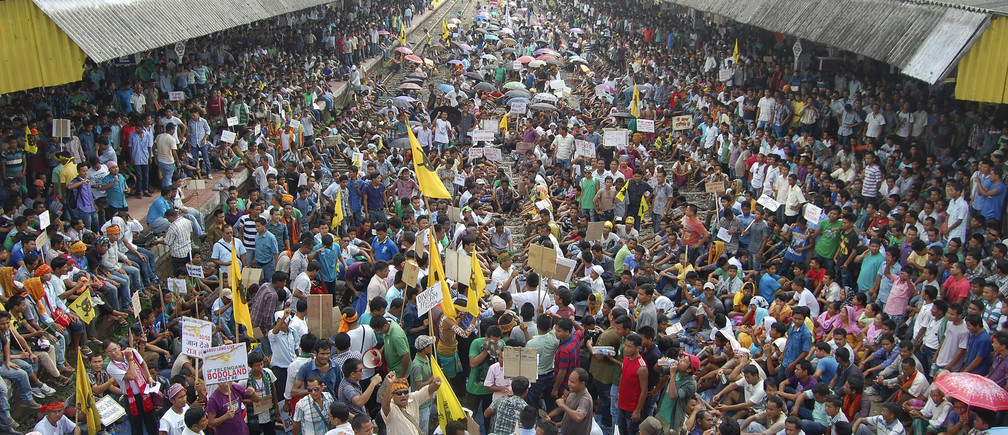 Activists from the All Bodo Students Union (ABSU) along with other Bodo organisations block railway tracks during a protest at a railway station at Kokrajhar in the northeastern Indian state of Assam August 2, 2013. Thousands of activists on Friday protested against the Indian government to demand for a separate Bodoland state carved out of Assam, activists said. REUTERS/Stringer (INDIA - Tags: CIVIL UNREST POLITICS EDUCATION TRANSPORT) - GM1E9821RH201
