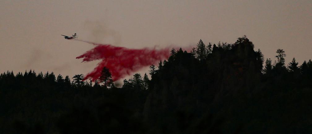 An air tanker makes a retardant drop while battling the Kincade fire near Calistoga, California, U.S. October 29, 2019. REUTERS/Stephen Lam - RC1BC4905950