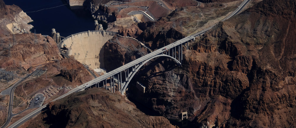 The Hoover Dam is pictured from the air on the outskirts of Boulder City, Nevada, U.S. February 28, 2018.  Picture taken February 28, 2018.  REUTERS/Darrin Zammit Lupi - RC1D8642AB30