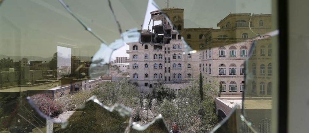 Damage in the building of the Houthi movement's politburo is seen through a broken window of an adjacent house after it was hit by a Saudi-led air strike in Yemen's capital Sanaa July 7, 2015. Saudi-led coalition air strikes and clashes killed at least 176 fighters and civilians in Yemen on Monday, residents and media run by the Houthi movement said, the highest daily toll since the Arab air offensive began more than three months ago. REUTERS/Khaled Abdullah - GF10000151449
