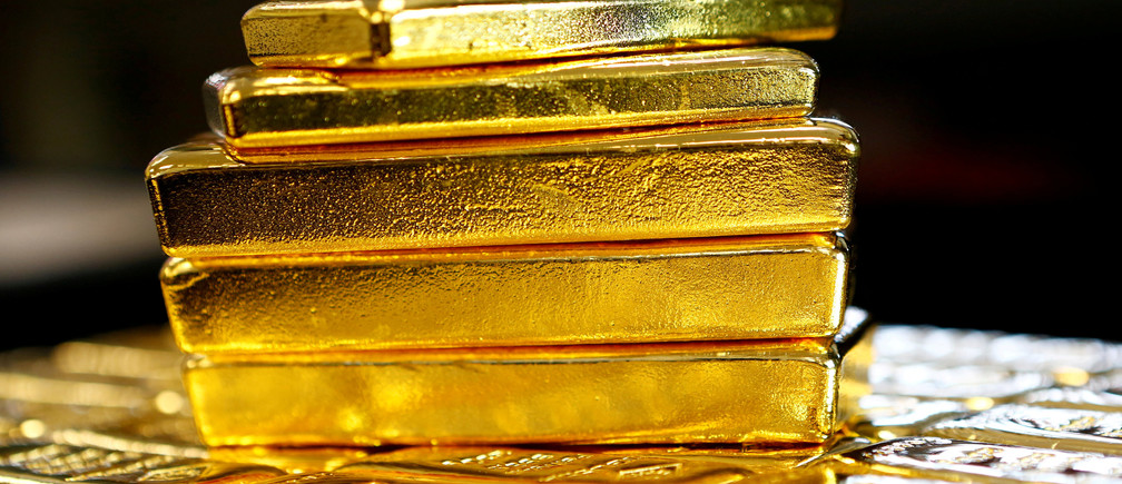Gold bars are seen at the Austrian Gold and Silver Separating Plant 'Oegussa' in Vienna, Austria, March 18, 2016.   REUTERS/Leonhard Foeger/File Photo   - D1BEULVPYLAA