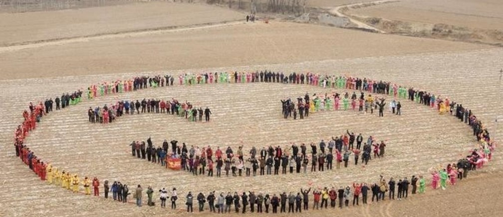 Villagers stand to form a smiling face in a field to celebrate the Chinese Lunar New Year, during a photo opportunity in Xiluoyin village of Yangqu county, Shanxi province February 12, 2011. The Lunar New Year began on February 3 and marks the start of the Year of the Rabbit, according to the Chinese zodiac. REUTERS/Stringer (CHINA - Tags: ANNIVERSARY SOCIETY) CHINA OUT. NO COMMERCIAL OR EDITORIAL SALES IN CHINA