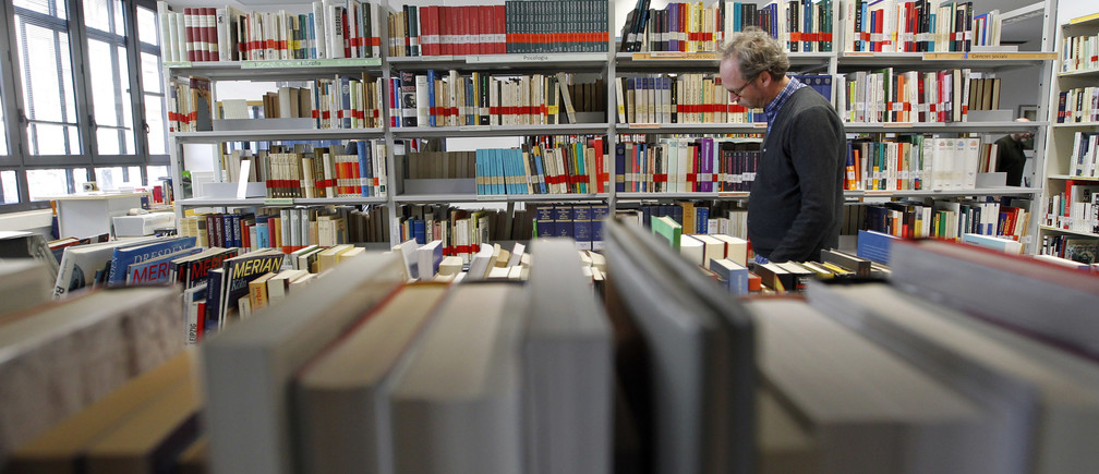 A man walks in the Goethe Institute's library in Barcelona February 1, 2013. Barcelona's Goethe Institute offers more than 170 German courses every year. In the last two years they have seen the number of students grow by 75 percent, most of them people under 25 who want to seek a better future in Germany, according to the centre director, Marion Haase. Picture taken February 1, 2013. REUTERS/Albert Gea (SPAIN - Tags: BUSINESS EMPLOYMENT EDUCATION) - GM1E9250L0A01