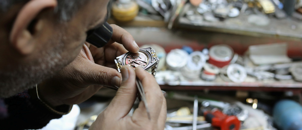 A watchmaker repairs a watch at a workshop in Cairo, Egypt, January 27, 2018. REUTERS/Mohamed Abd El Ghany - RC145C42A170