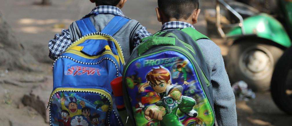 Schoolchildren walk along a footpath in New Delhi, India, November 27, 2018. REUTERS/Anushree Fadnavis - RC19435F0600