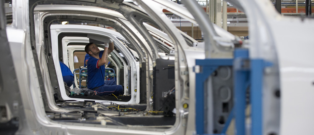 An employee works on the automobile assembly line of Bluecar electric city cars at a Renault car maker factory in Dieppe, western France, September 1, 2015. In June 2015, French carmaker Renault started the production of the Bollore Bluecar, stepping up its electric vehicle cooperation with French conglomerate Bollore. Picture taken September 1, 2015.   REUTERS/Philippe Wojazer - PM1EB9215BB01