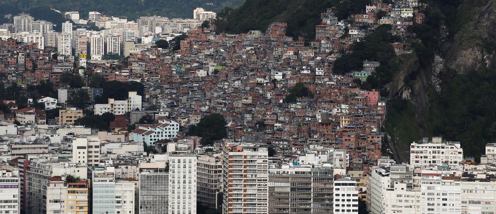 The Pavao-Pavaozinho slum is seen atop the Copacabana neighborhood in Rio de Janeiro, Brazil, January 12, 2017. Picture taken January 12, 2017. REUTERS/Nacho Doce - RTSVRP1