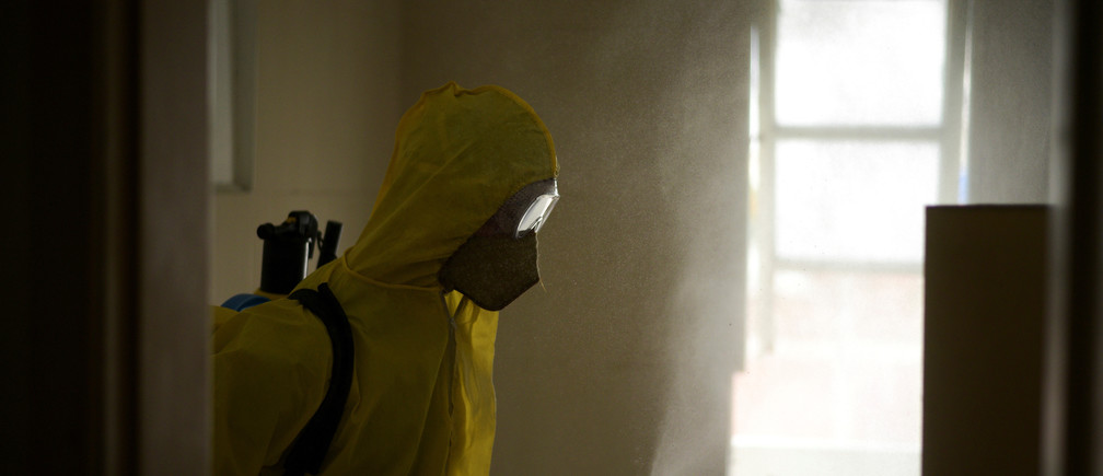 A worker fumigates an apartment amidst the outbreak of the coronavirus disease (COVID-19), in Guayaquil, Ecuador April 17, 2020. REUTERS/Vicente Gaibor del Pino - RC2Q6G9O3M1A