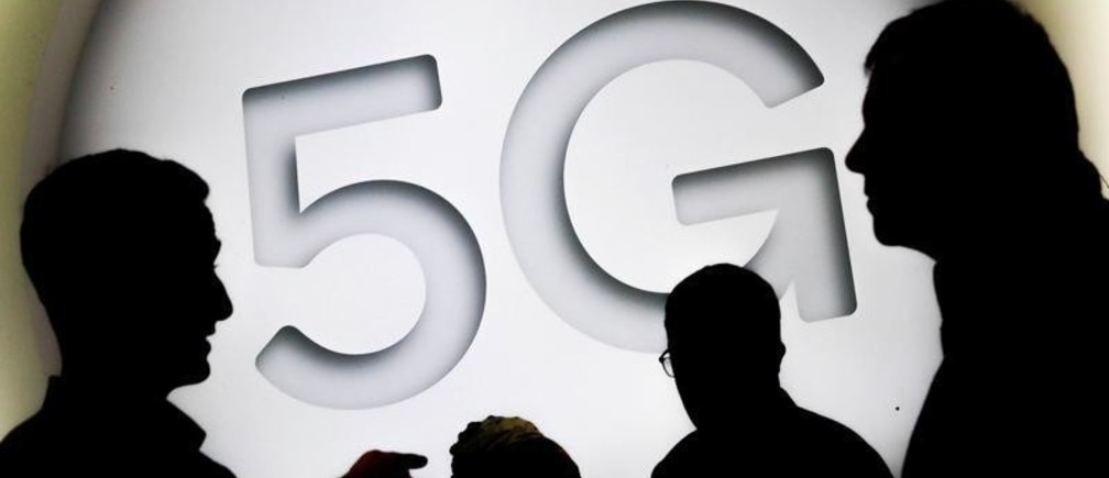 A 5G sign is seen at the Mobile World Congress in Barcelona, Spain February 28, 2018. REUTERS/Yves Herman - RC167BB72A60