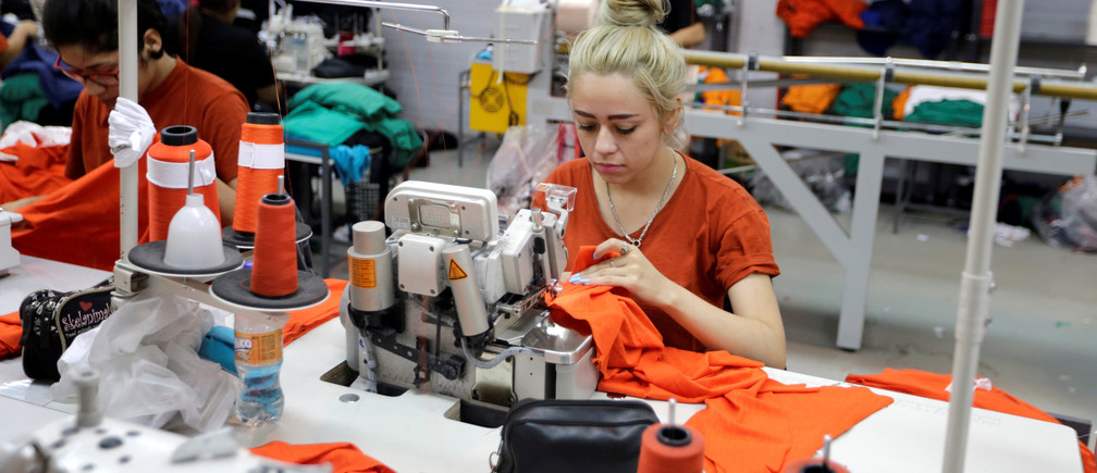 Paraguayan workers assemble clothes for Brazilian retailer Riachuelo at the factory of Texcin in Limpio, Paraguay December 20, 2016. REUTERS/Jorge Adorno - RC1312C95B70