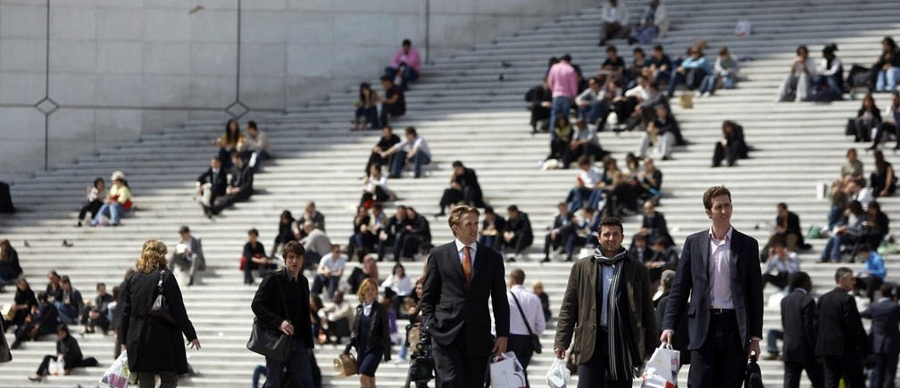 Businessmen and visitors enjoy the good weather on the stairs under the Arche de la Defense in the financial district of la Defense near Paris April 30, 2009.