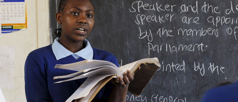 Sarah Nasira, 12, leads her fellow pupils as they revise their class work without a teacher on the second week of a national teachers' strike, at Olympic Primary School in Kenya's capital Nairobi, September 9, 2015. The Kenya National Union of Teachers (KNUT) wants the Teachers Service Commission (TSC) to honour the 50-60 percent salary increment ordered by the Supreme Court in August, local media reported. REUTERS/Thomas Mukoya - GF10000198854