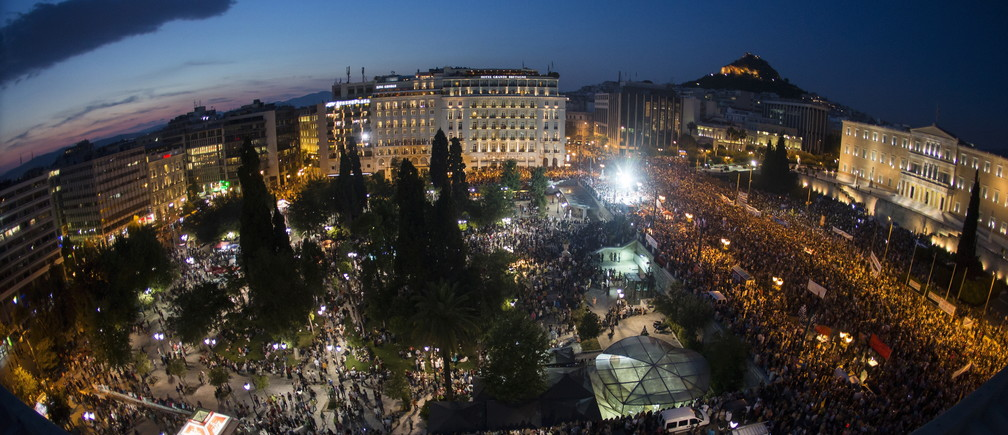 Protesters attend an anti-austerity rally in front of the parliament building in Athens, Greece, June 29, 2015. Stunned Greeks faced shuttered banks, long supermarkets lines and overwhelming uncertainty on Monday as a breakdown in talks between Athens and its international creditors plunged the country deep into crisis. Picture taken with a fisheye lens.  REUTERS/Marko Djurica