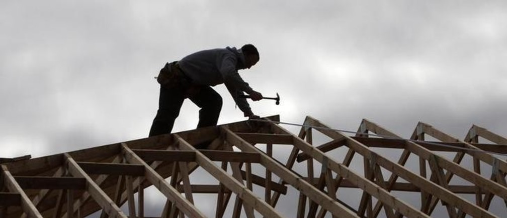 A tradesman uses a hammer on the framework of a new house on the outskirts of Melbourne August 3, 2010. Approvals to build new homes slipped for a third straight month, reflecting the drag of past rate hikes and adding to the case for steady monetary policy in the near term.  REUTERS/Mick Tsikas    (AUSTRALIA - Tags: BUSINESS CONSTRUCTION)