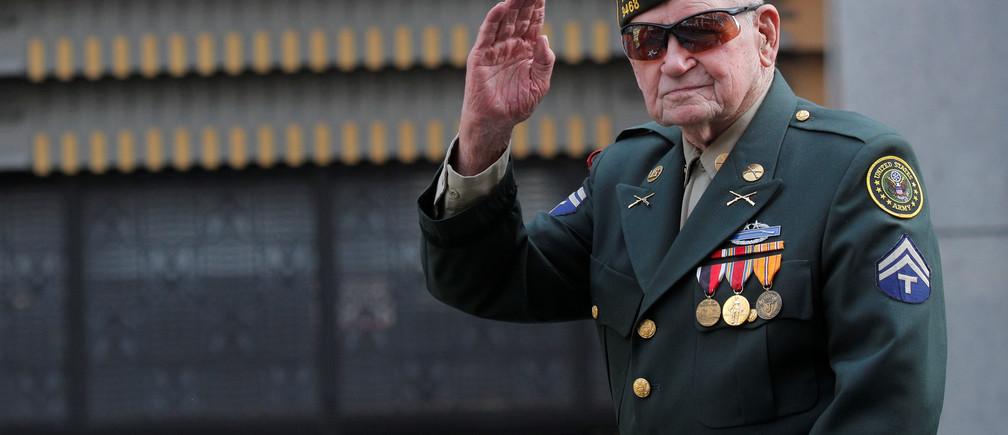 A World War 2 veteran participates in the Veterans Day Parade in New York City, U.S., November 11, 2019. REUTERS/Brendan McDermid - RC299D9G084W