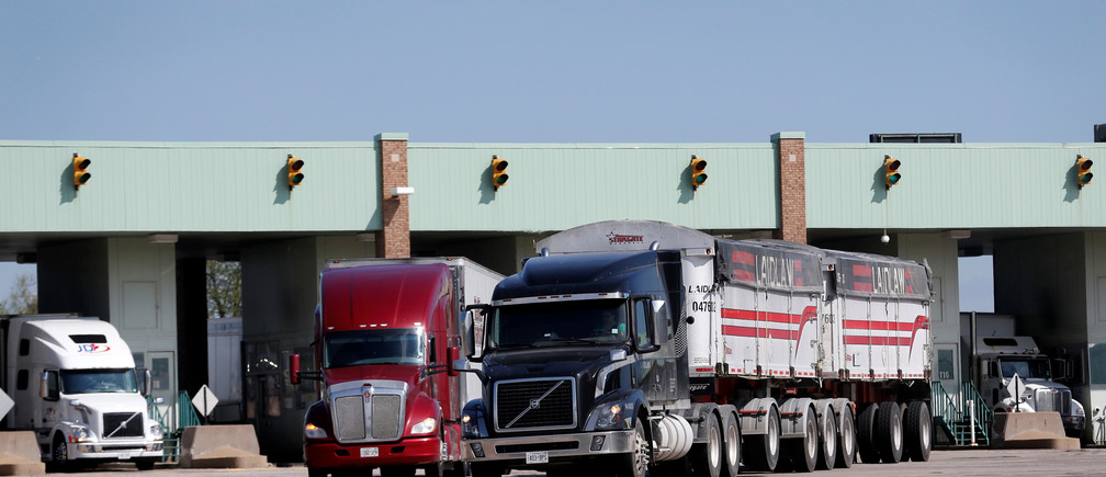 Semi trucks drive through customs in Windsor, Ontario after crossing Ambassador Bridge from Detroit, Michigan in Windsor, Ontario, Canada, April 28, 2017. REUTERS/Rebecca Cook - RC1F8E082970