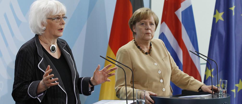 German Chancellor Angela Merkel and Iceland's Prime Minister Jóhanna Sigurðardóttir.