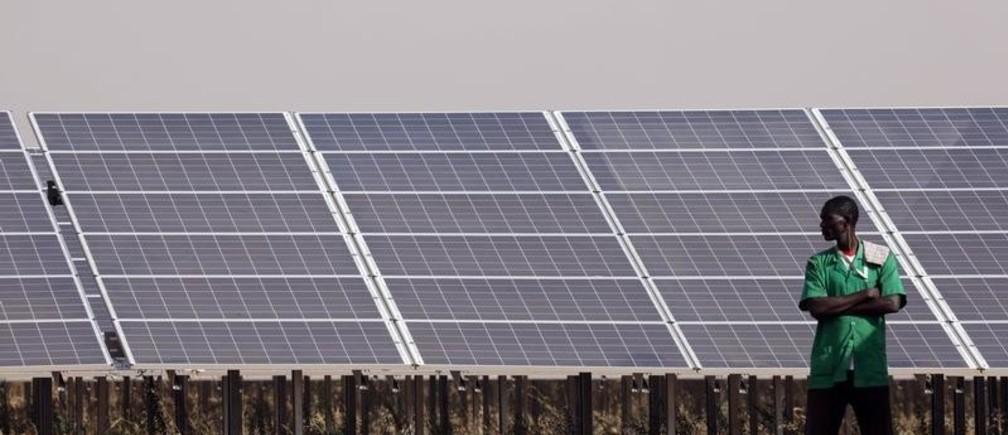 Solar panels are seen during the inauguration ceremony of the solar energy power plant in Zaktubi, near Ouagadougou, Burkina Faso, November 29, 2017.   REUTERS/Ludovic Marin/Pool - RC175340E150