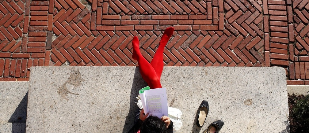A student reads under the afternoon sun on the main campus of Columbia University in New York October 5, 2009. REUTERS/Mike Segar    (UNITED STATES EDUCATION ENVIRONMENT)   FOR BEST QUALITY IMAGE: ALSO SEE GM1E6461A6W01. - RTXPCB7