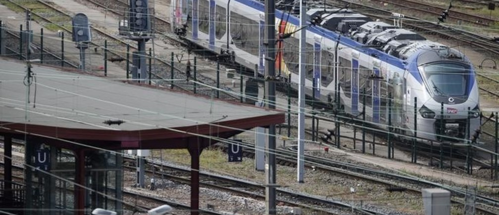 A new Regiolis regional train made by power and train-making firm Alstom, is seen next to a platform at Strasbourg's railway station, May, 21, 2014. France's national rail company SNCF said on Tuesday it had ordered 2,000 trains for an expanded regional network that are too wide for many station platforms, entailing costly repairs.  REUTERS/Vincent Kessler (FRANCE - Tags: POLITICS TRANSPORT BUSINESS)