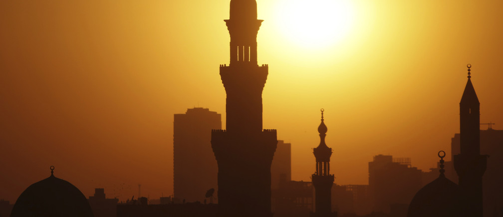 The sun sets over the minarets of mosques on the 12th day of the holy fasting month of Ramadan, in Old Cairo July 21, 2013. REUTERS/Amr Abdallah Dalsh  (EGYPT - Tags: RELIGION ENVIRONMENT) - GM1E97M0QBD01