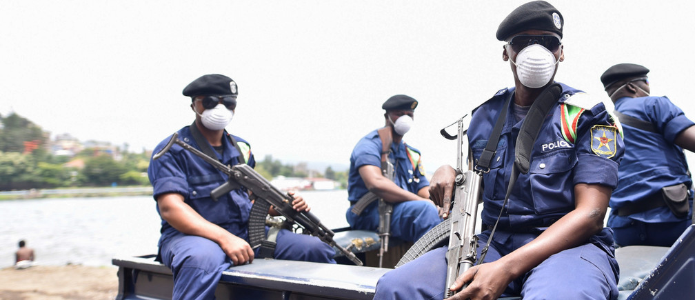 Congolese policemen wear masks as they ride on their patrol pick-up truck amid the coronavirus disease (COVID-19) outbreak in Goma, eastern Democratic Republic of Congo, March 19, 2020. REUTERS/Olivia Acland - RC25NF9MLW2X