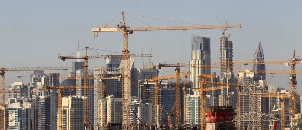 General view of Dubai's cranes at a construction site in Dubai, UAE December 18, 2018. REUTERS/Satish Kumar - RC1A207B9D80