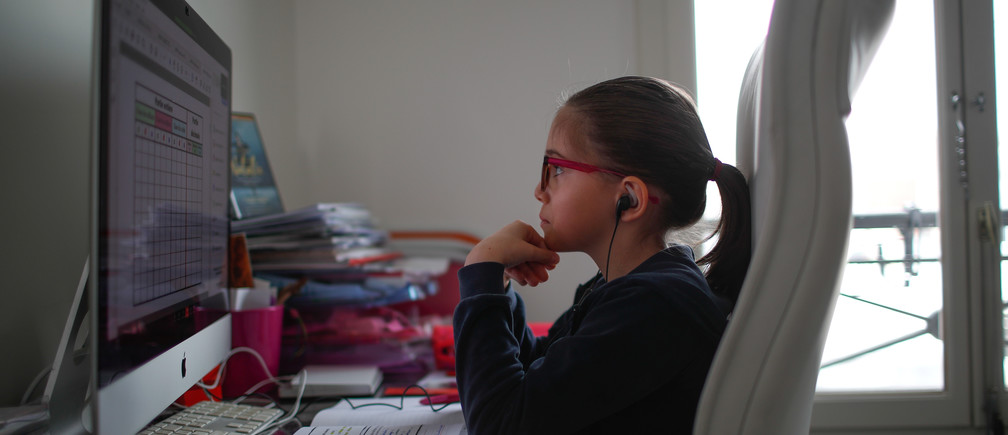Anais, a student at the International Bilingual School (EIB), attends her online lessons in her bedroom in Paris as a lockdown is imposed to slow the rate of the coronavirus disease (COVID-19) spread in France, March 20, 2020. Picture taken on March 20, 2020. REUTERS/Gonzalo Fuentes - RC2SPF9G7MJ9