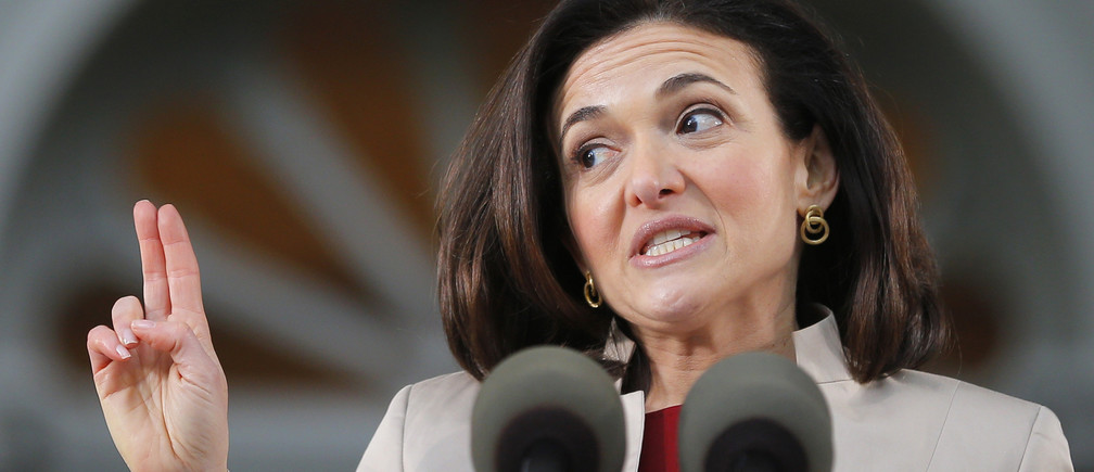 Facebook's COO Sheryl Sandberg delivers the Class Day address at Harvard University in Cambridge, Massachusetts May 28, 2014, one day ahead of Commencement Exercises at the university.   REUTERS/Brian Snyder    (UNITED STATES - Tags: EDUCATION BUSINESS) - GM1EA5T0GIM01