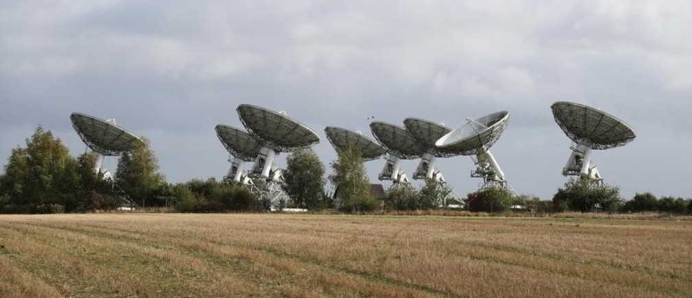 Radio telescopes at the University of Cambridge's Mullard Radio Astronomy Observatory are pictured following the announcement of Swiss scientist Didier Queloz sharing the 2019 Nobel Prize for Physics, in Barton near Cambridge, Britain, October 8, 2019. REUTERS/Chris Radburn - RC11F93944F0