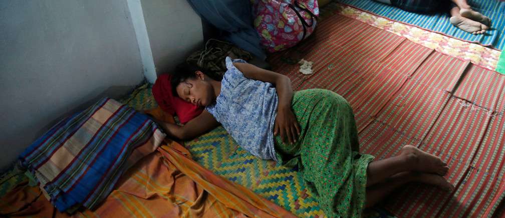 Ethnic Rakhine pregnant woman who fled from violence in her village sleeps at a temporary internally displaced persons (IDP) camp in Sittwe, Myanmar September 1, 2017. RETUERS/Soe Zeya Tun - RC17405BA800