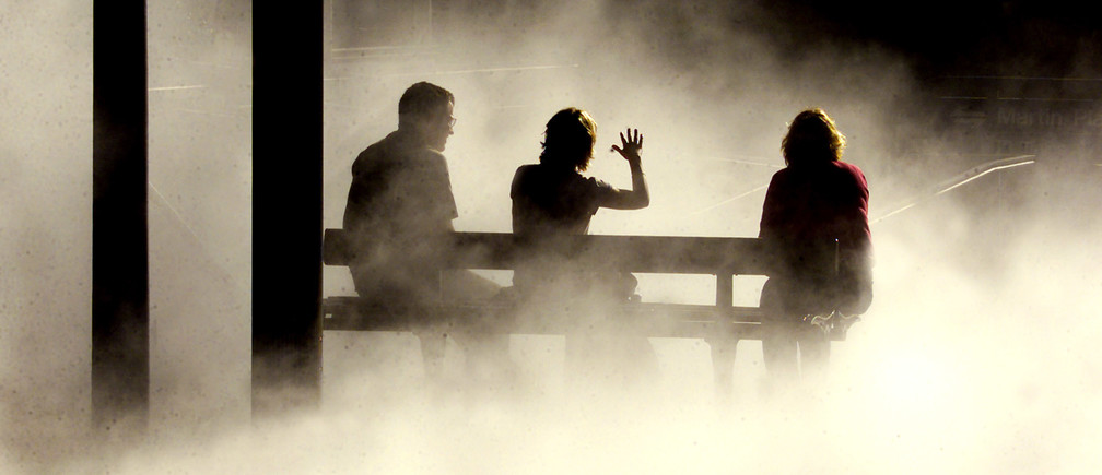 A group of office workers chat whilst sitting on a chair as mist from anearby artwork piece surrounds them in the centre of the city of SydneyMarch 29, 2001. The mist rises up through the ground every 15 minutesand is intended to ease people's stress levels as they go to and fromtheir workplace. NO RIGHTS CLEARANCES OR PERMISSIONS ARE REQUIRED FOR THIS IMAGE REUTERS/David GrayDG/DL - RP2DRIDFWWAA