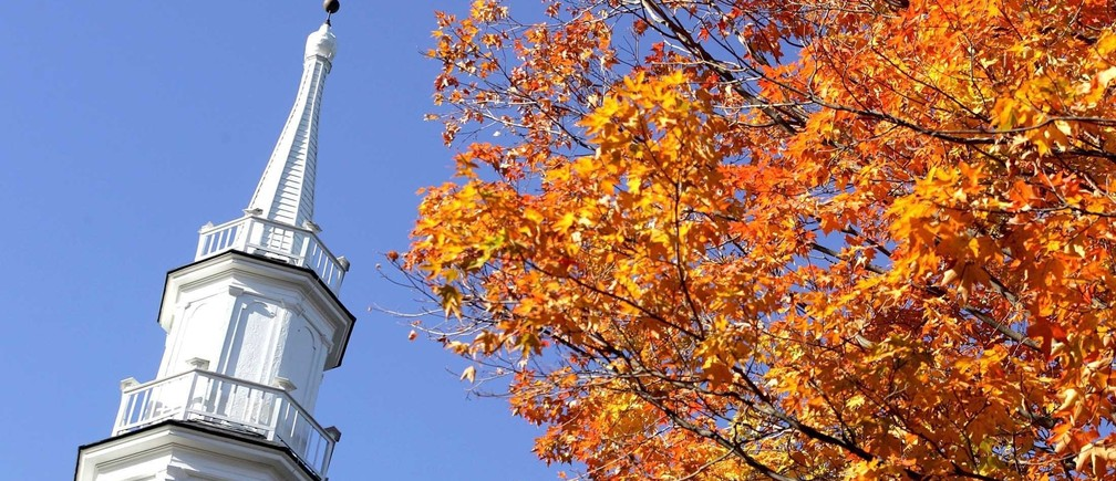 The steeple of The First Congregational Church is juxtaposed with fall colors in Sharon, Connecticut October 13, 2004. REUTERS/Jessica Rinaldi. NO RIGHTS CLEARANCES OR PERMISSIONS ARE REQUIRED FOR THIS IMAGE.  JR - RP5DRICUCZAA