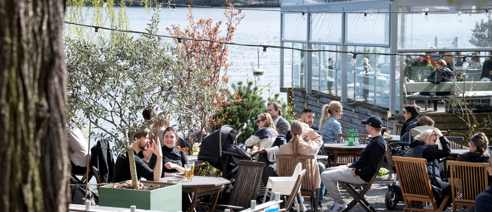 People enjoy the spring weather at an outdoor restaurant amid the outbreak of the coronavirus disease (COVID-19), in Stockholm, Sweden April 26, 2020. Jessica Gow/TT News Agency/via REUTERS ATTENTION EDITORS - THIS IMAGE WAS PROVIDED BY A THIRD PARTY. SWEDEN OUT. NO COMMERCIAL OR EDITORIAL SALES IN SWEDEN. - RC2FCG9W6HZ6