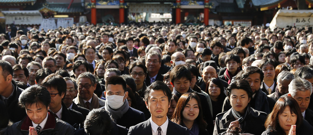 People offer prayers at the start of the new business year at Kanda Myojin Shrine in Tokyo January 5, 2015. More than 3,100 company representatives visit the shrine on the first business day of the new year, according to the shrine, to seek good luck and prosperous businesses.  REUTERS/Toru Hanai (JAPAN - Tags: BUSINESS SOCIETY RELIGION TPX IMAGES OF THE DAY) - GM1EB150WVA01