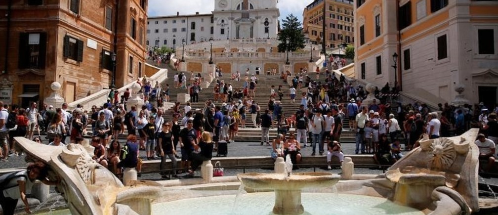 Tourists walk in Spanish step in downtown Rome, Italy, June 12, 2018.  REUTERS/Tony Gentile - RC13700E5070