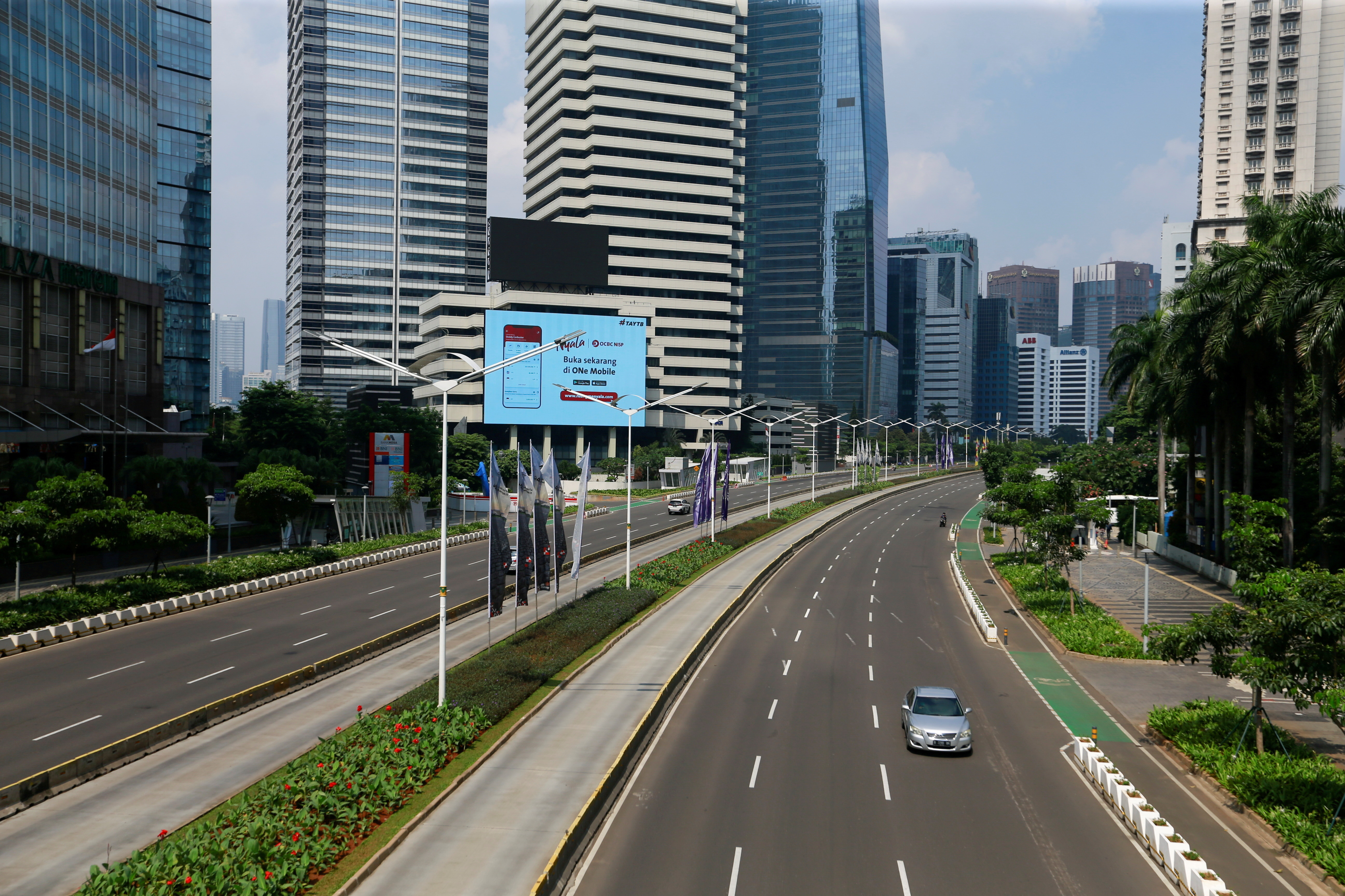 A general view shows a deserted main road during the imposition of large-scale social restrictions by the government to prevent the spread of the coronavirus disease (COVID-19) in Jakarta, Indonesia, July 3, 2021. REUTERS/Ajeng Dinar Ulfiana     TPX IMAGES OF THE DAY - RC2SCO9YZHMI