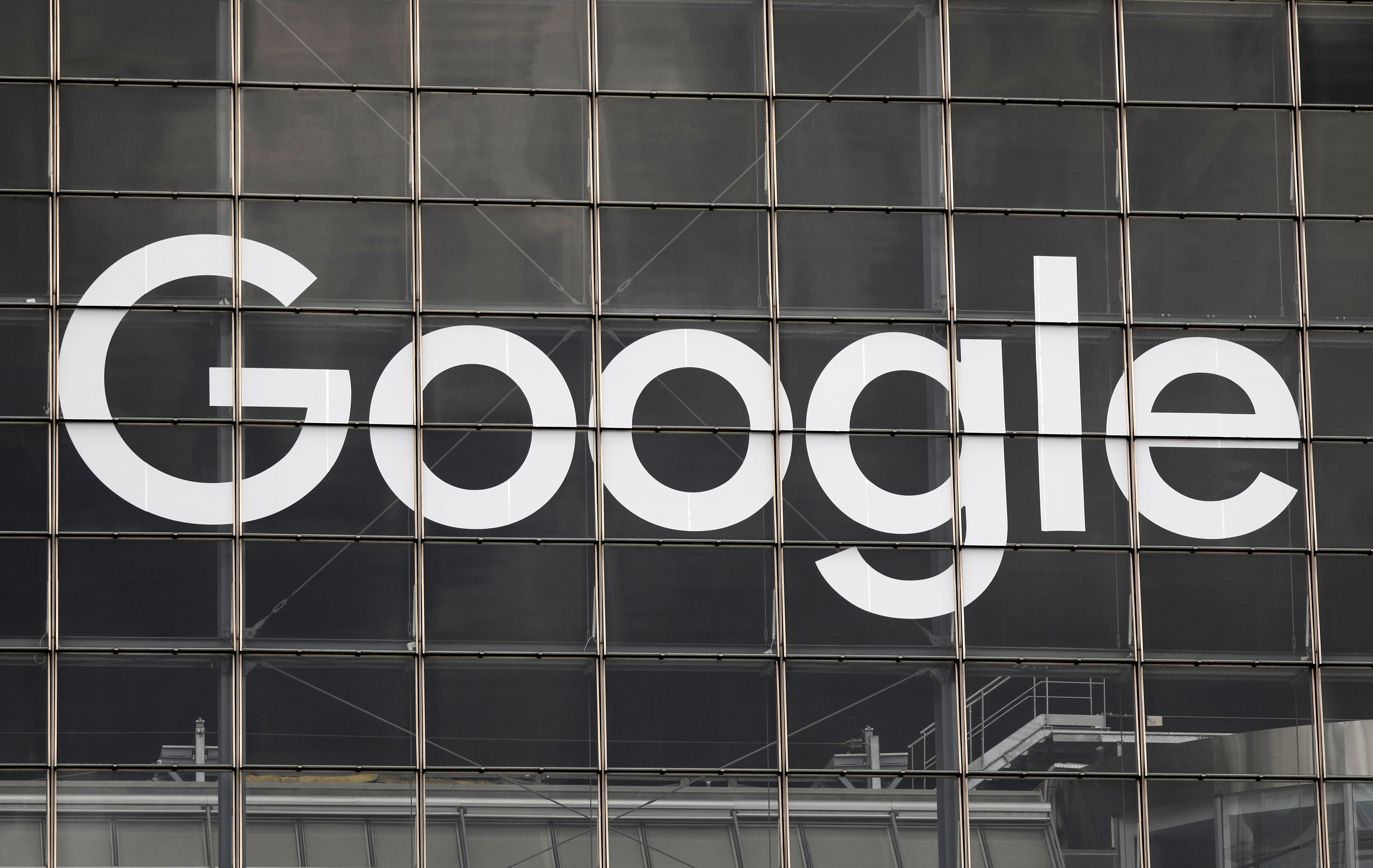 The logo of Google is seen on a building at la Defense business and financial district in Courbevoie near Paris, France, September 1, 2020.  REUTERS/Charles Platiau - RC2PPI9ZJ90P