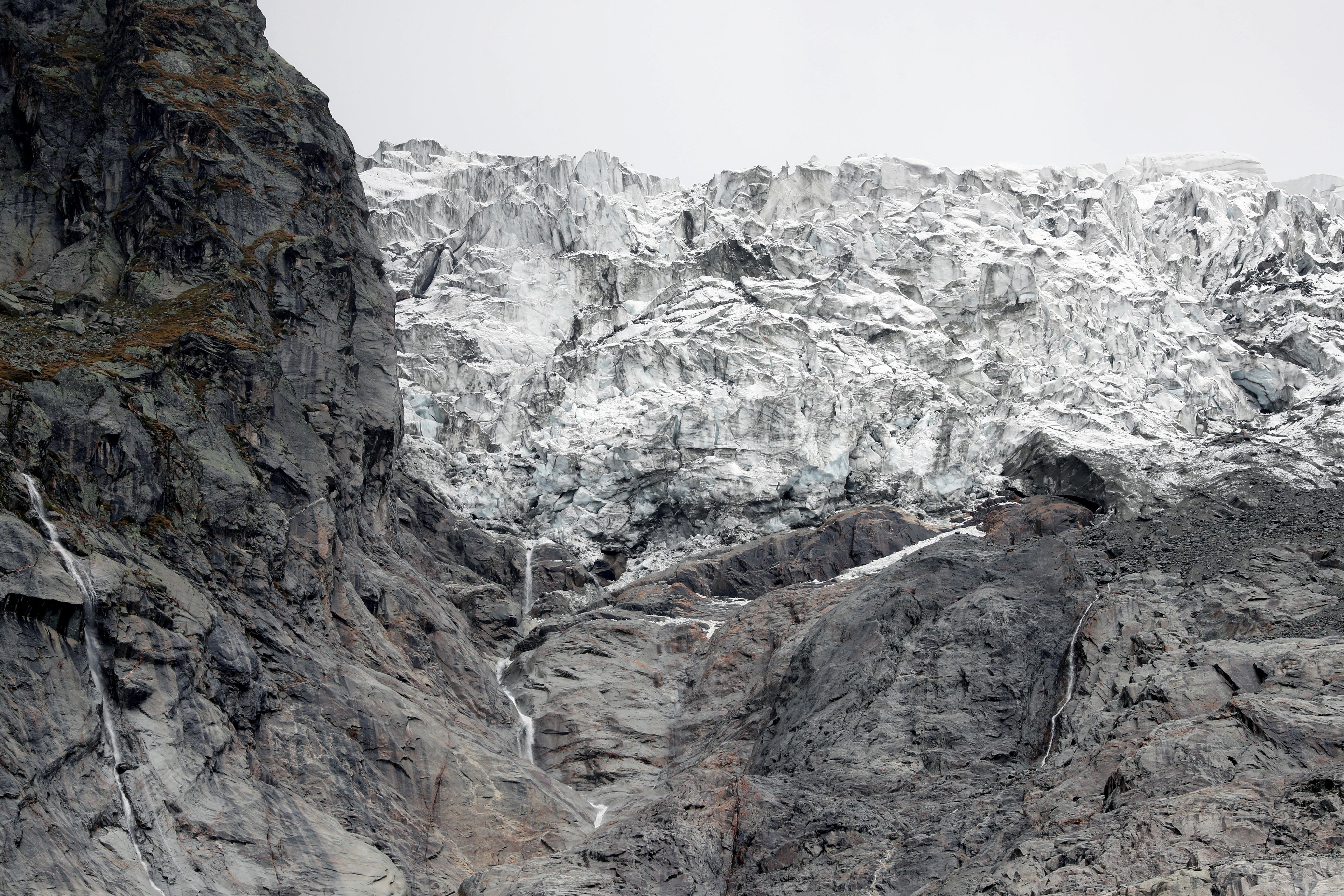 A segment of the Planpincieux glacier is seen on the Italian side of the Mont Blanc massif area of Planpincieux, Aosta, Italy, September 26, 2019. REUTERS/Yara Nardi - RC1EB2CBA040