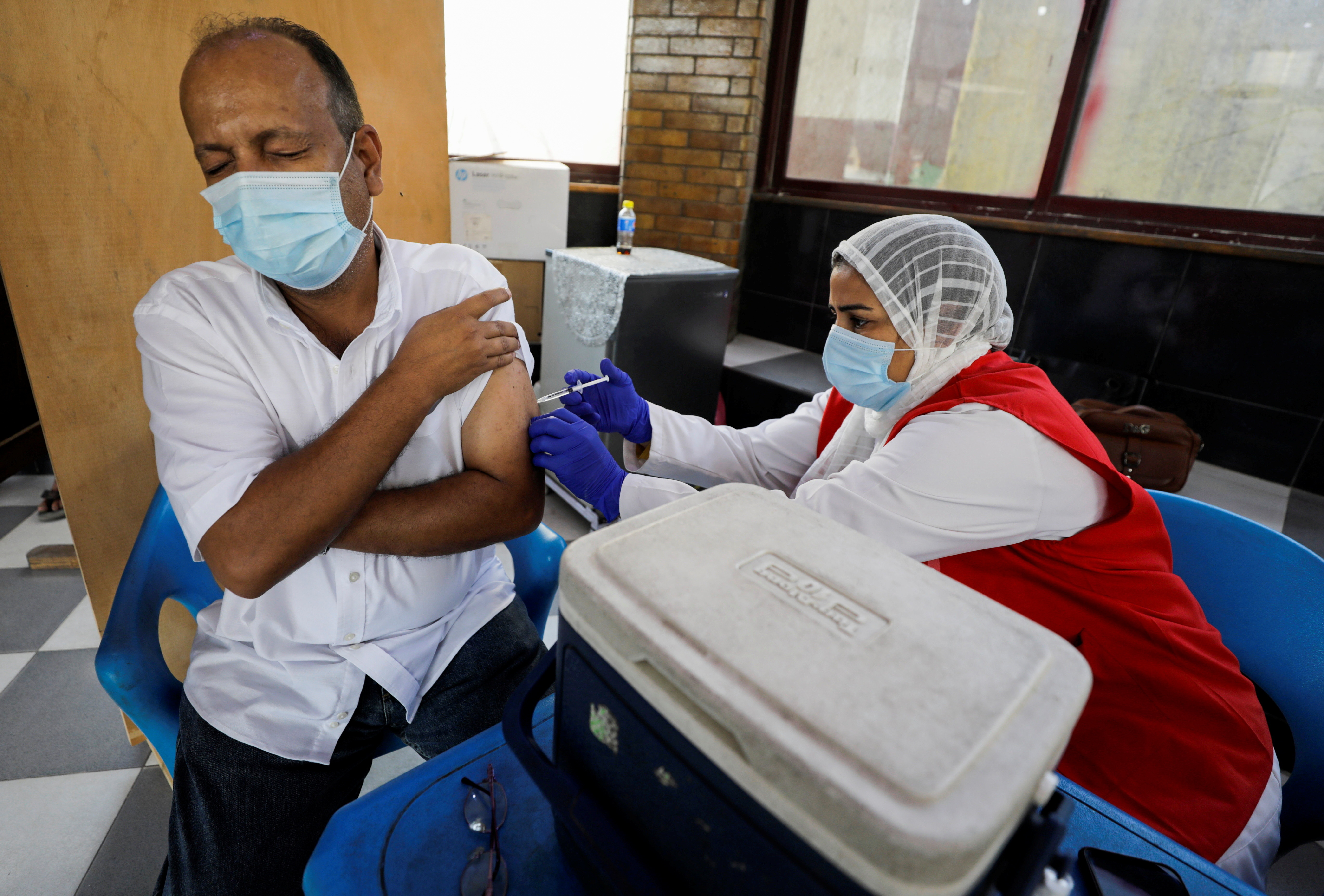 A man receives a dose of the coronavirus disease (COVID-19) vaccine at one of the youth centres where citizens can get the vaccines without prior registration, in an effort to boost the country's vaccination drive, in Cairo, Egypt, September 27, 2021. REUTERS/Mohamed Abd El Ghany - RC2EYP9JNUV0