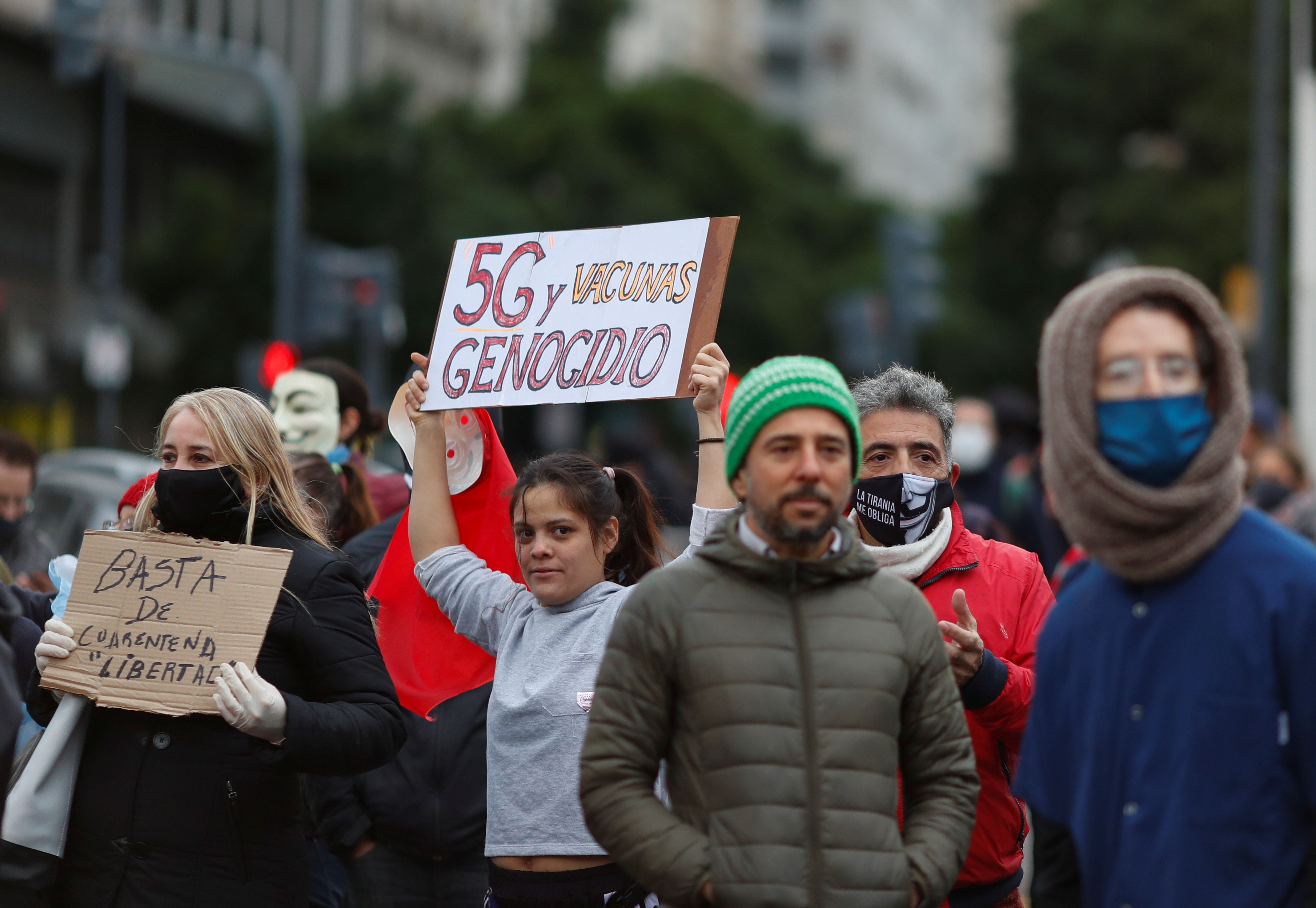 """Anti-quarantine demonstrators holds a placard that reads """"5G and vaccines genocide"""", during a protest against the quarantine measures in the city of Buenos Aires, amid the coronavirus disease (COVID-19) outbreak, at the Buenos Aires obelisk, Argentina May 30, 2020. REUTERS/Agustin Marcarian - RC29ZG9UC60N"""