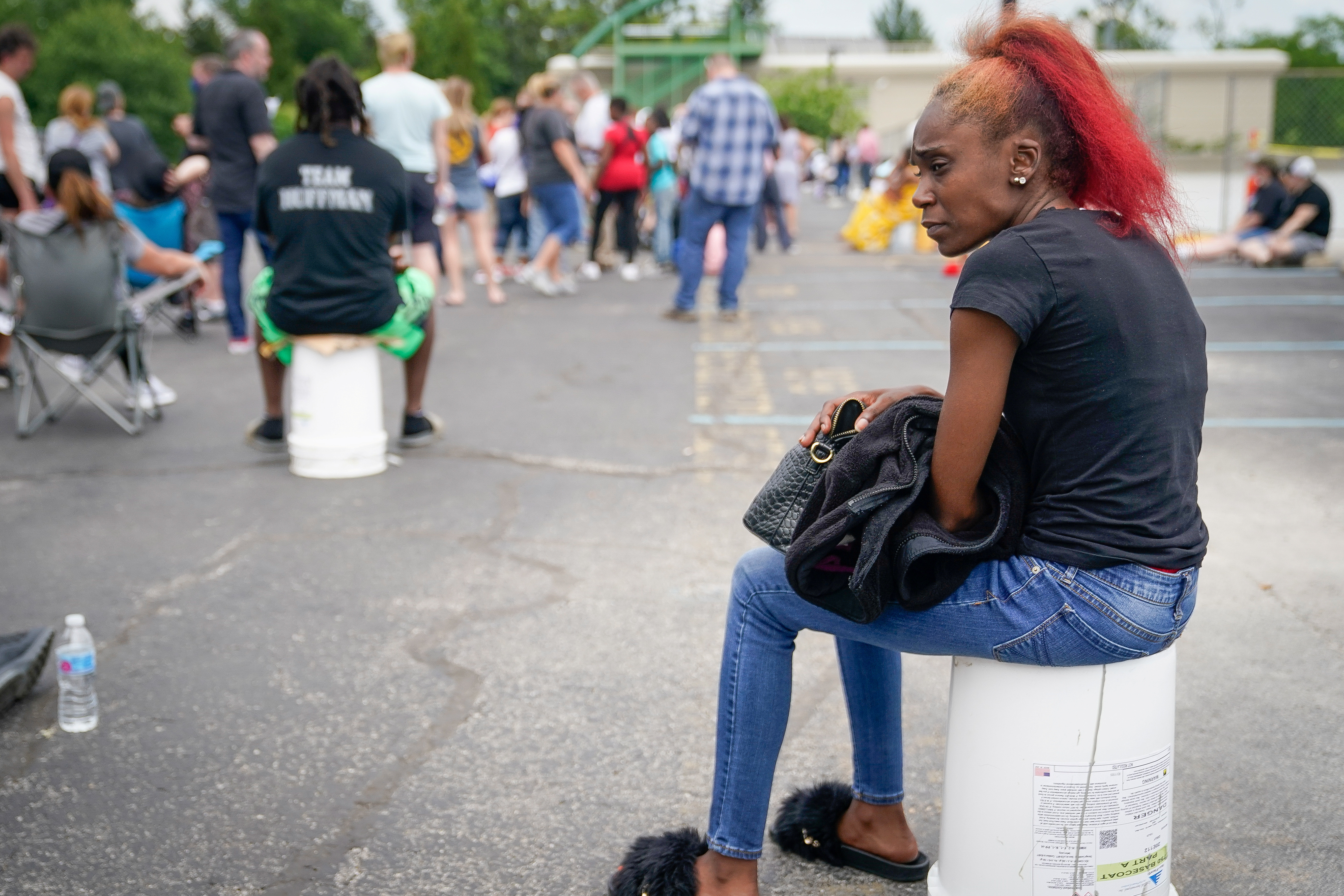Tin Reeves sits as she waits in a line outside a temporary unemployment office established by the Kentucky Labor Cabinet at the State Capitol Annex in Frankfort, Kentucky, U.S. June 17, 2020. REUTERS/Bryan Woolston - RC27BH9G71LZ