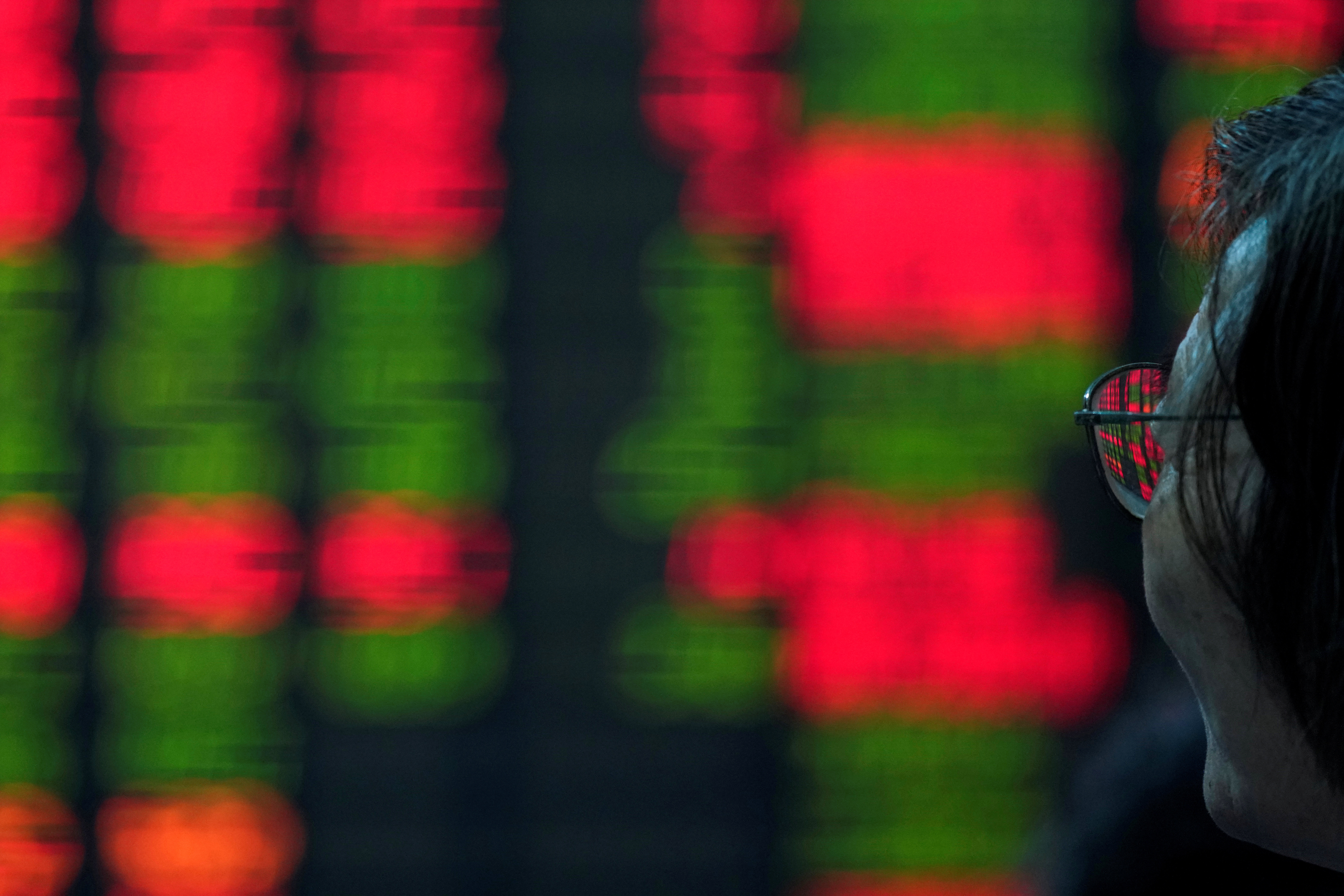 An investor looks at an electronic board showing stock information at a brokerage house in Shanghai, China July 6, 2018. REUTERS/Aly Song - RC1CDAB1A6B0