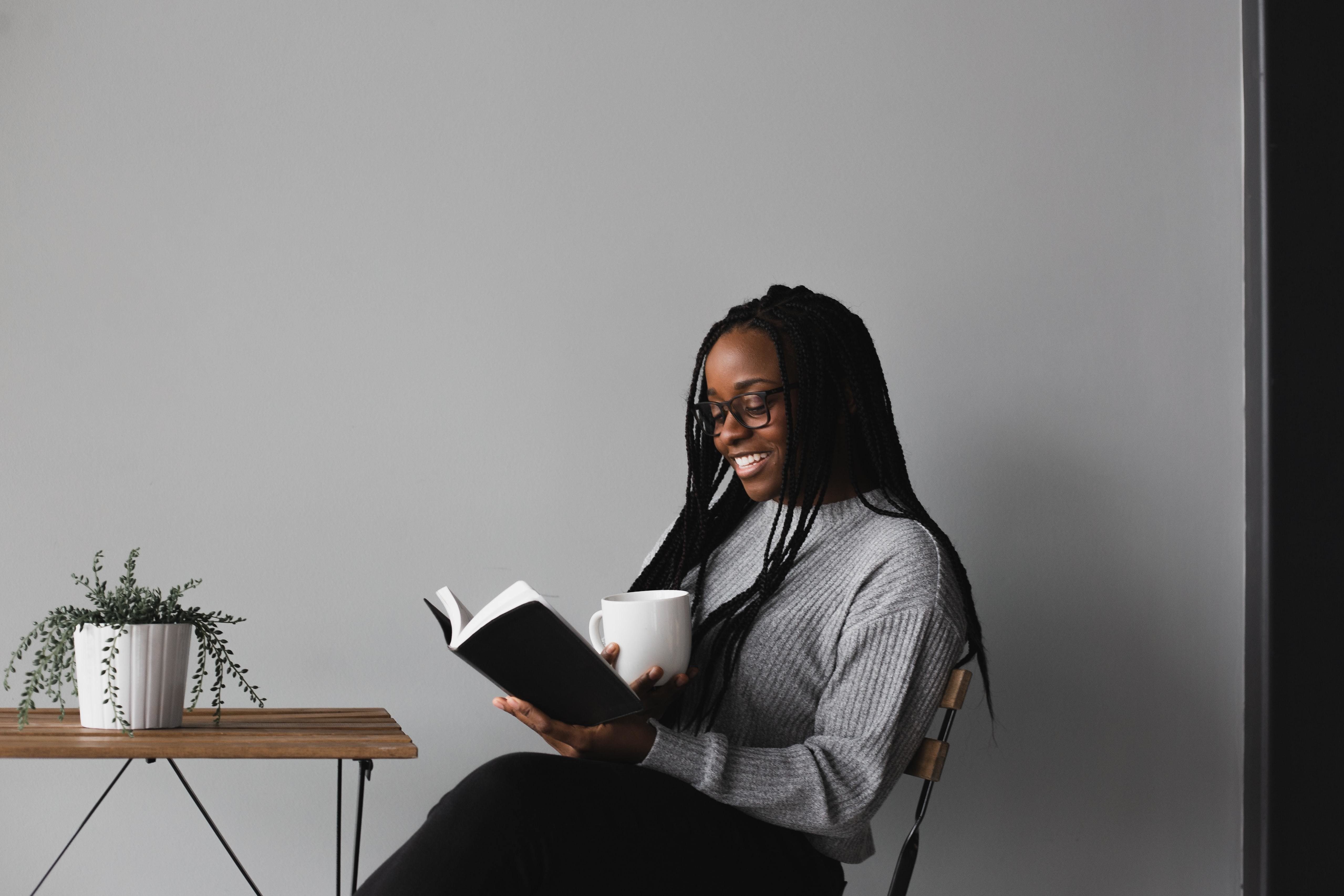 this woman here is reading a book. Expert Adam Grant has just released a new list about the best leadership books for autumn