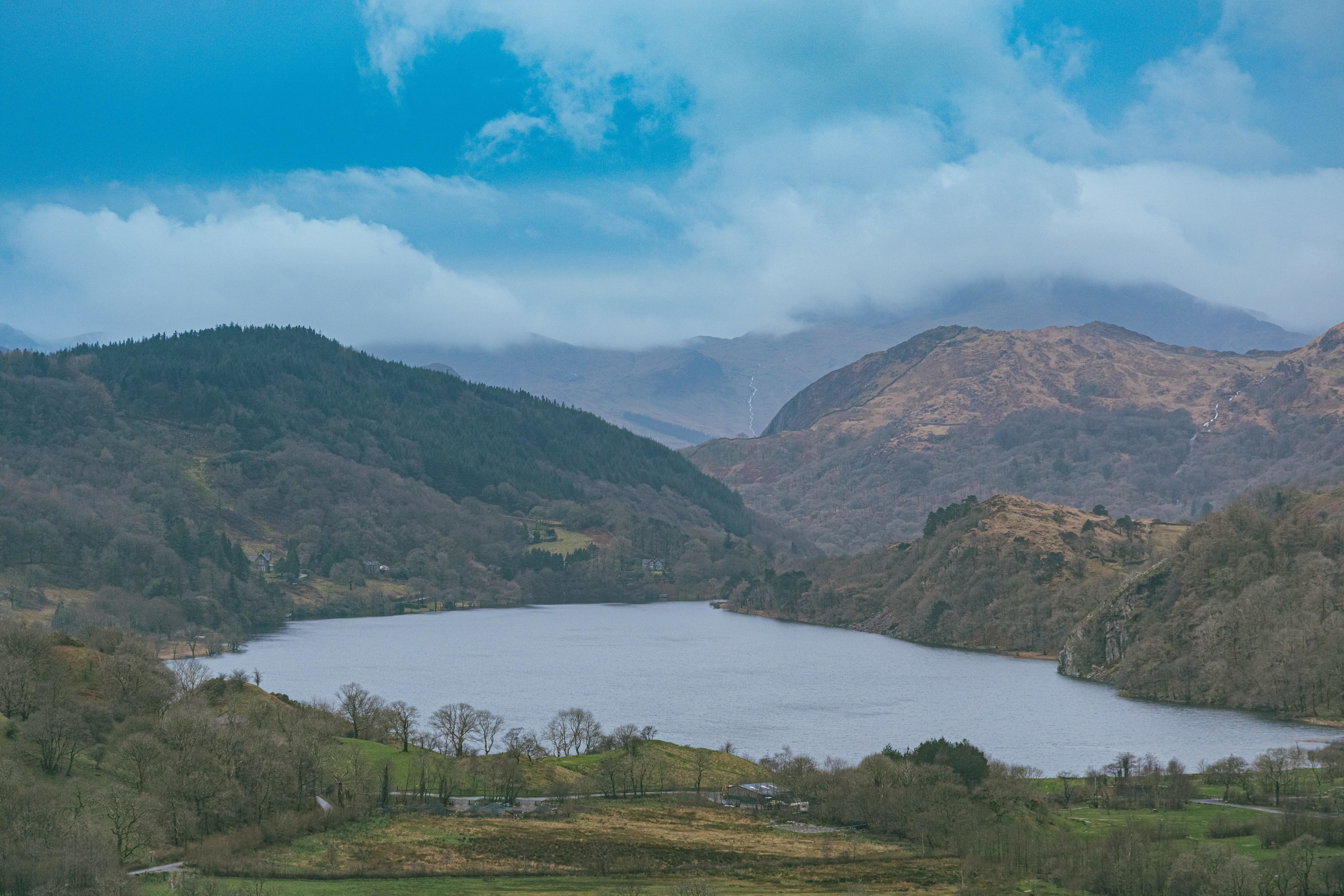 a picture of rolling hills in snowdonia