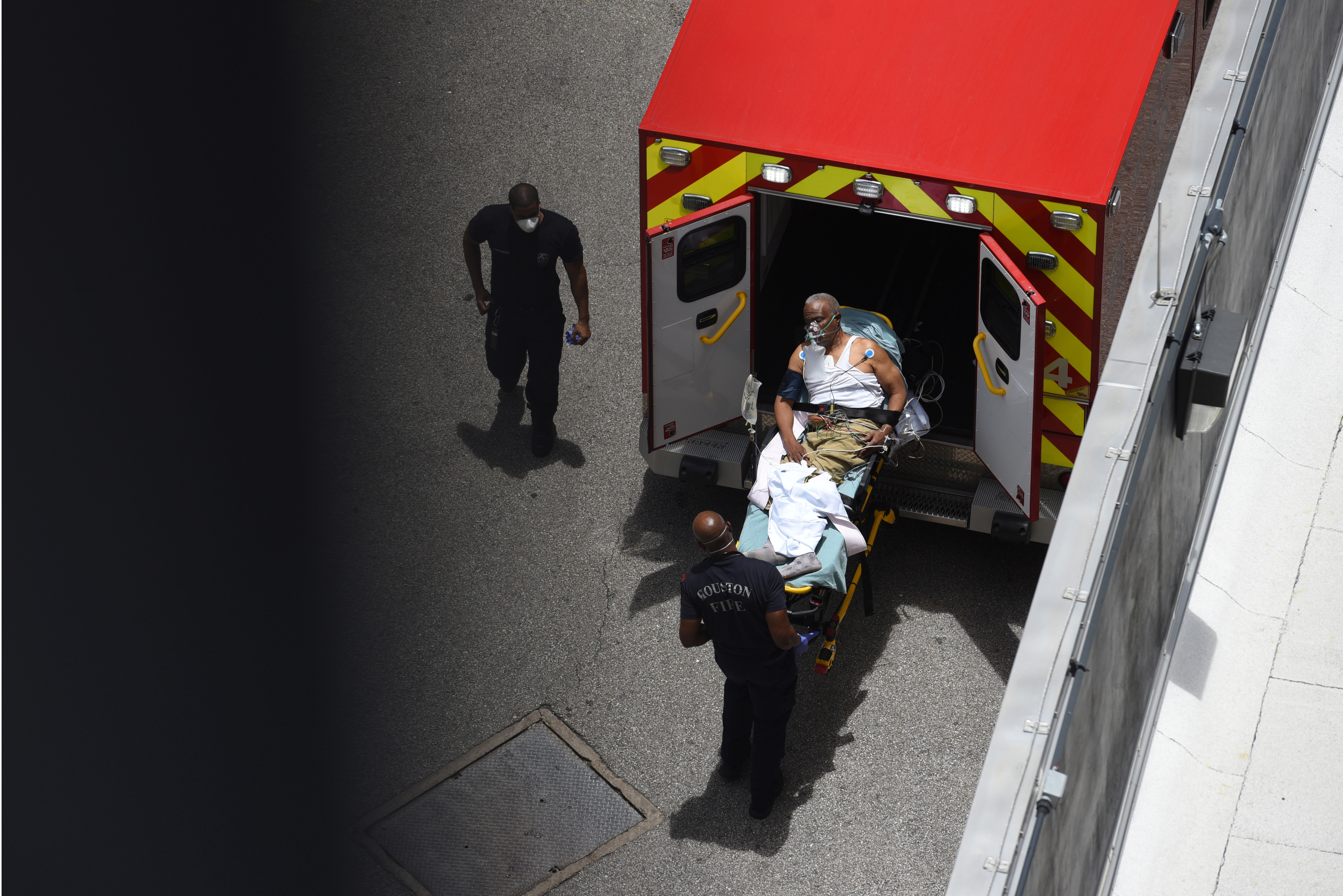 A man arrives at Houston Methodist Hospital emergency room on a stretcher amid a coronavirus disease (COVID-19) outbreak in Houston, Texas, U.S., June 28, 2020.  REUTERS/Callaghan O'Hare     TPX IMAGES OF THE DAY - RC2JIH9AHULU