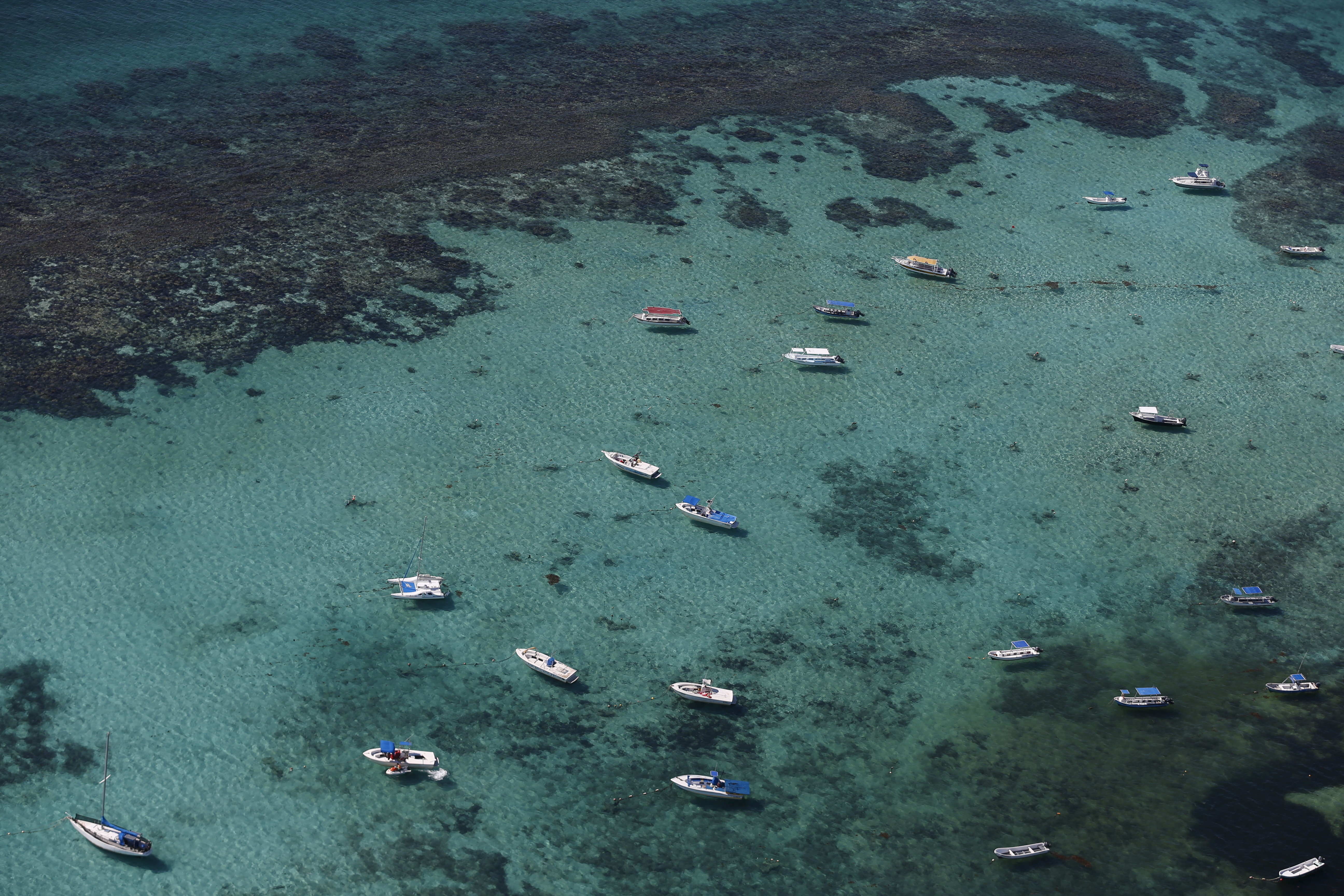 An aerial view of boats near coral reefs and Sargassum algae in Cancun, August 13, 2015. Cancun's transformation in the 1970s from a small Caribbean fishing village into a strip of nightclubs and high-rise hotels has reduced biodiversity and polluted water resources as infrastructure struggles to keep up.  REUTERS/Edgard Garrido TPX IMAGES OF THE DAYPICTURE 4 OF 34 FOR WIDER IMAGE STORY 'EARTHPRINTS: CANCUN'SEARCH 'EARTHPRINTS CANCUN' FOR ALL IMAGES      TPX IMAGES OF THE DAY      - GF20000055991